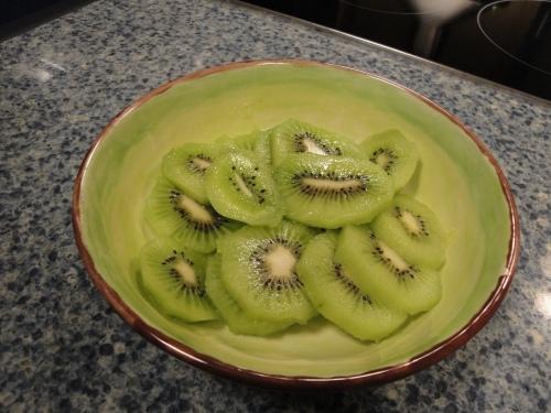 Kiwi plate & fruit